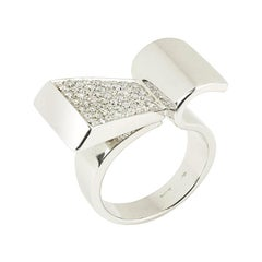 Retro Style Diamonds 18 Karat White Gold Modernist Ring