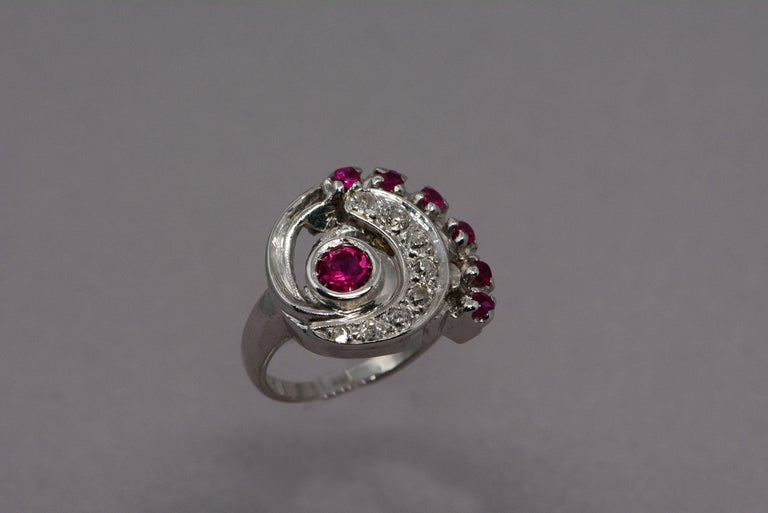 Retro Synthetic Ruby and Diamond Swirl Ring In Good Condition For Sale In Aurora, Ontario