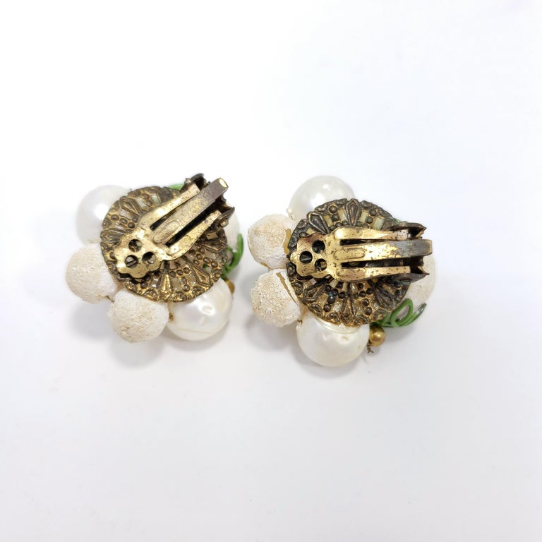 Retro Textured Bead Cluster Clip on Fashion Earrings, Brass, Mid 1900s In Excellent Condition For Sale In Milford, DE