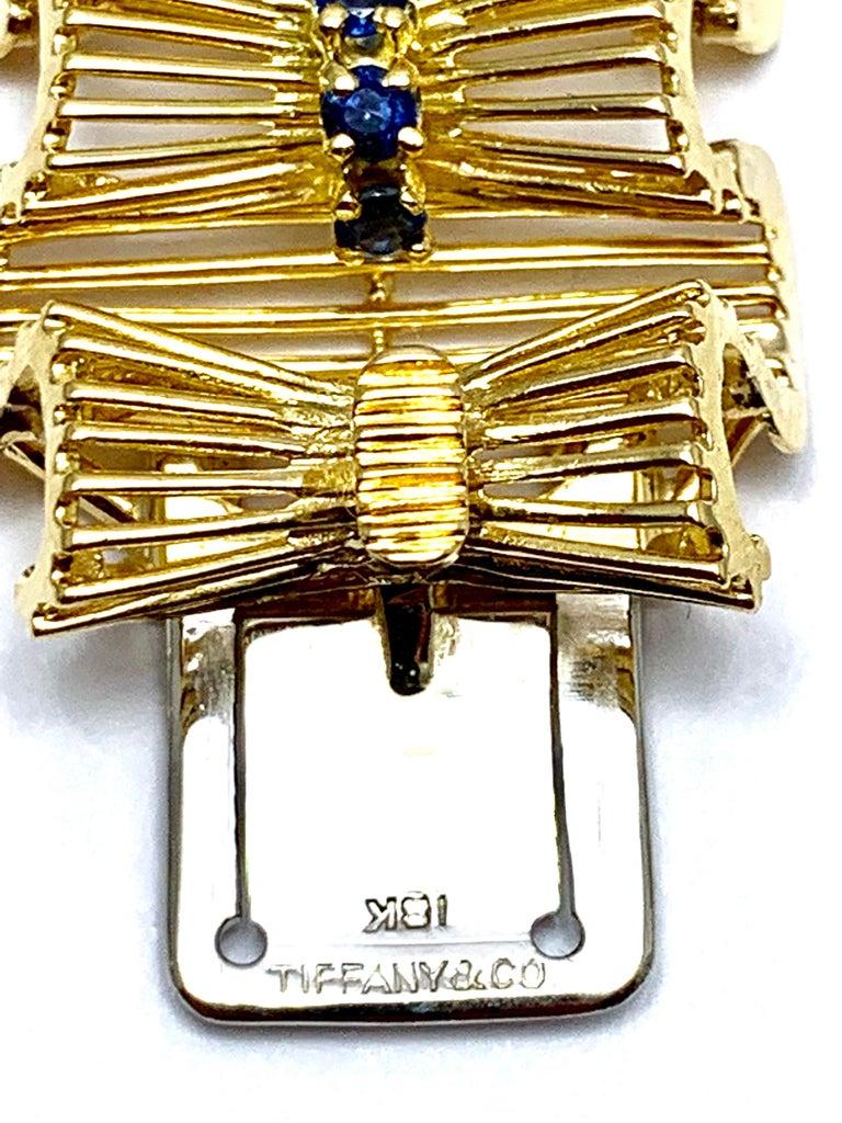 Round Cut Retro Tiffany & Co. Round Sapphire and 18 Karat Gold Ribbon Bracelet For Sale