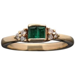 Retro Vintage 14 Karat Yellow Gold Emerald and Diamond Ring