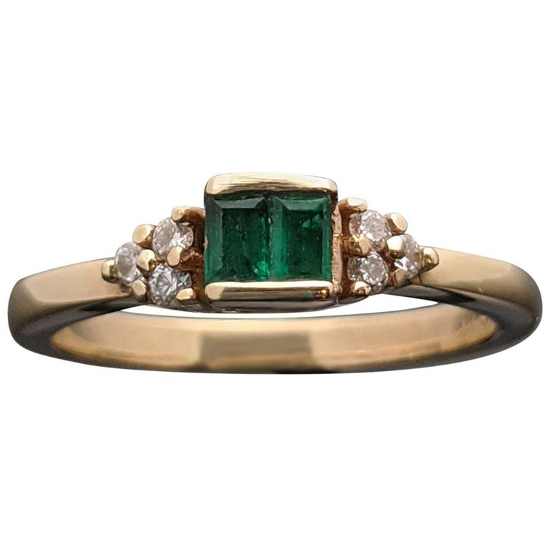 Retro Vintage 14 Karat Yellow Gold Emerald and Diamond Ring For Sale