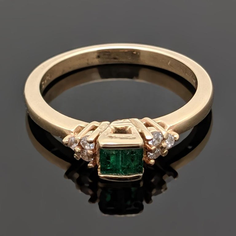 Retro Vintage 14 Karat Yellow Gold Emerald and Diamond Ring In Excellent Condition For Sale In Los Angeles, CA
