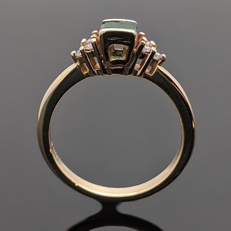 Retro Vintage 14 Karat Yellow Gold Emerald and Diamond Ring For Sale 1