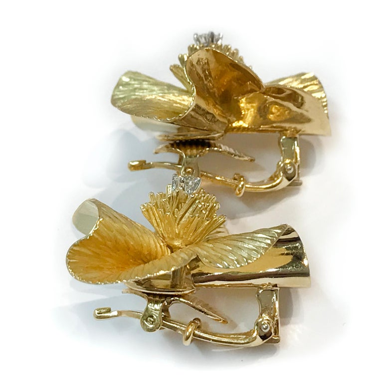 Retro/Vintage Gold Flower Diamond Earrings, circa 1950s In Excellent Condition For Sale In Palm Desert, CA