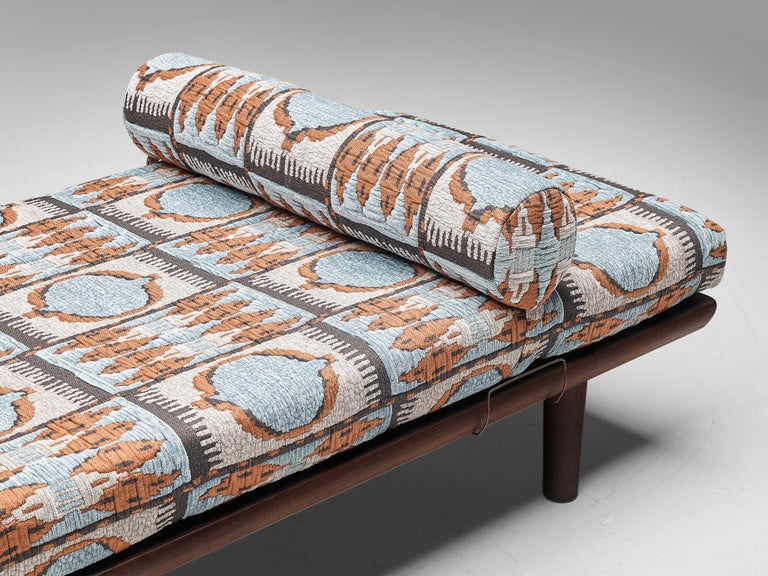 Reupholstered Daybed in Pierre Frey by Hans Wegner for GETAMA In Good Condition In Waalwijk, NL