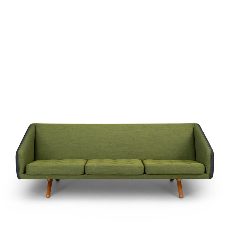 Clearly recognizable as an Illum Wikkelsø design is this comfortable ML-90 sofa. This sofa was made mid-1960s by the Michael Laursen factory. A fairly unconventional design with quadrangle side face and crossed solid teak legs that support the back