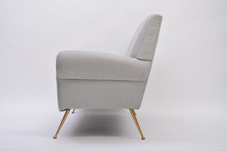 Reupholstered Grey Italian Mid-Century Modern sofa by Gigi Radice for Minotti For Sale 2