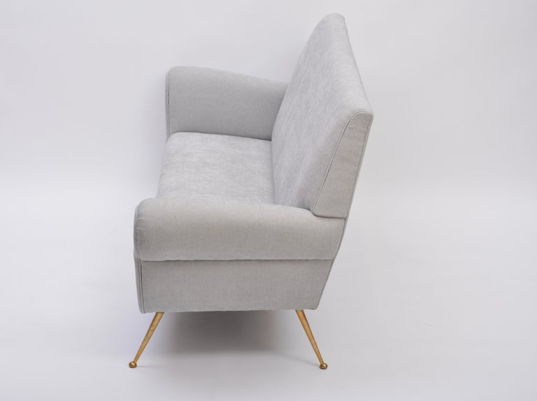 Reupholstered Grey Italian Mid-Century Modern sofa by Gigi Radice for Minotti For Sale 3