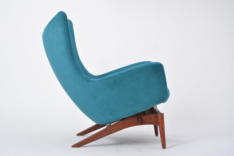 Reupholstered Model 207 Reclining Lounge Chair Designed by H.W. Klein 6