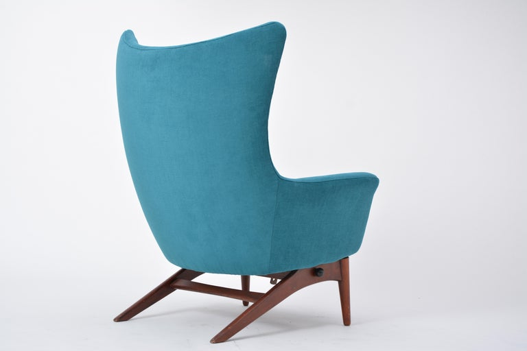 Reupholstered Model 207 Reclining Lounge Chair Designed by H.W. Klein 8