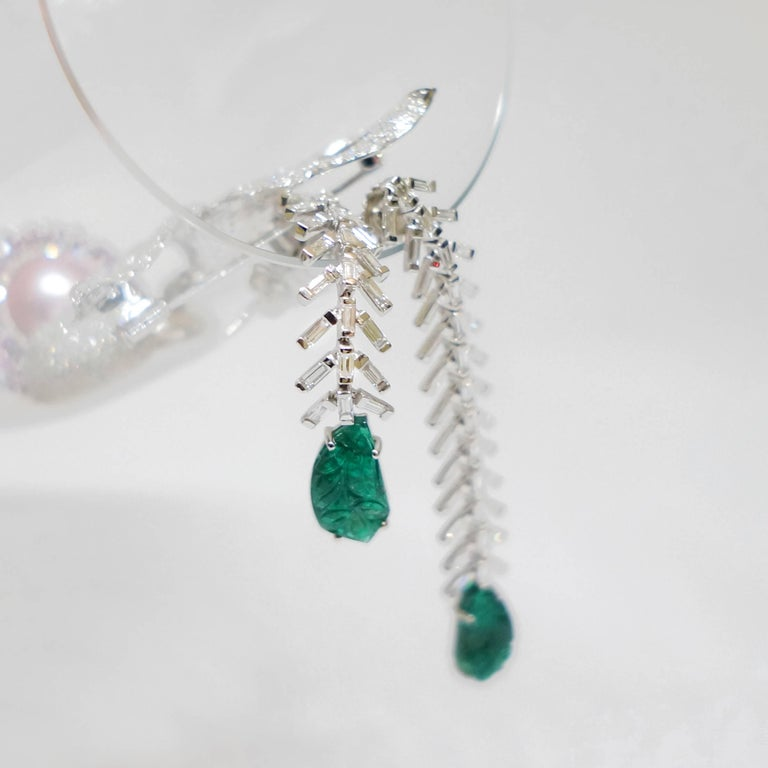 Reve Diamond and Carved Emerald Dangler Earrings In New Condition For Sale In Houston, TX