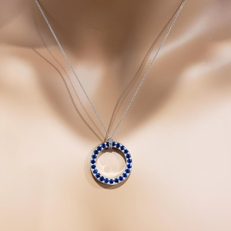 Reversible Blue Sapphire and Diamond Circle Pendant Necklace For Sale 3
