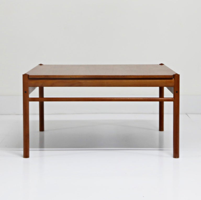 Reversible Teak & Formica Coffee Tables by Ole Wanscher for Poul Jeppesen In Good Condition For Sale In Los Angeles, CA