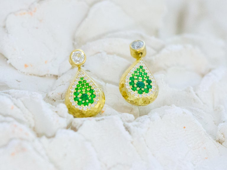 Round Cut Reversible Tsavorite and Diamond Pavé Drop Earrings in 18 Karat Gold For Sale