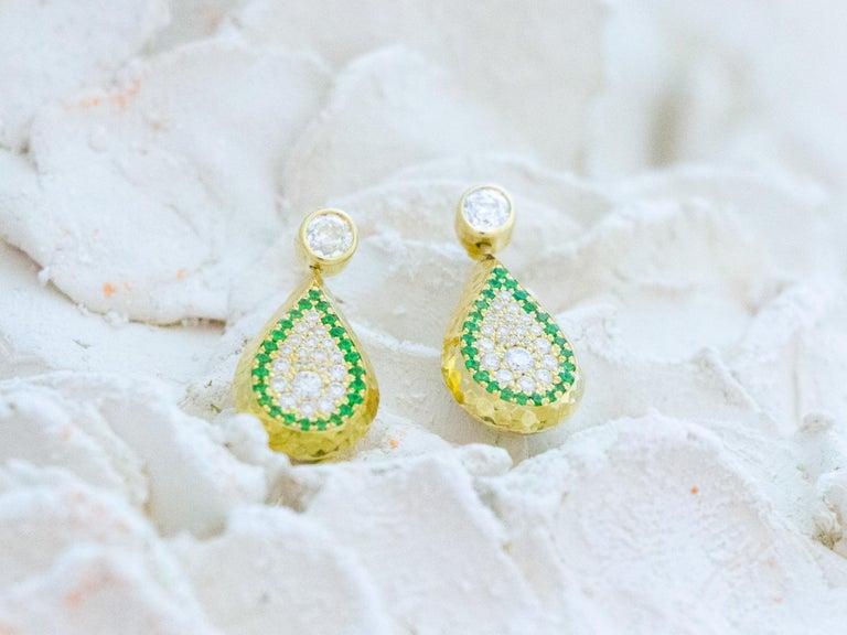 Reversible Tsavorite and Diamond Pavé Drop Earrings in 18 Karat Gold In New Condition For Sale In Berkeley, CA
