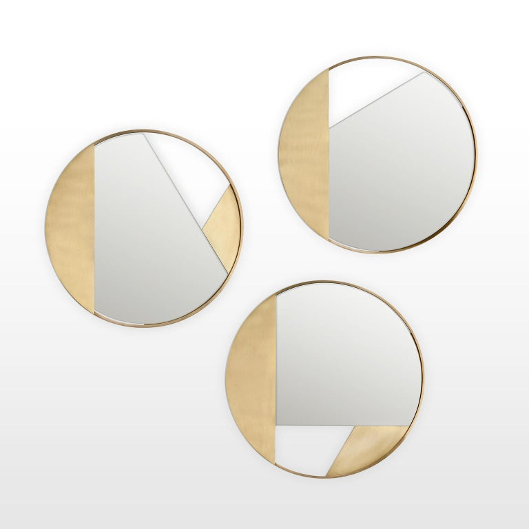 Revolution N01 90, 21st Century Round Wall Mirror in Natural Brass For Sale 3