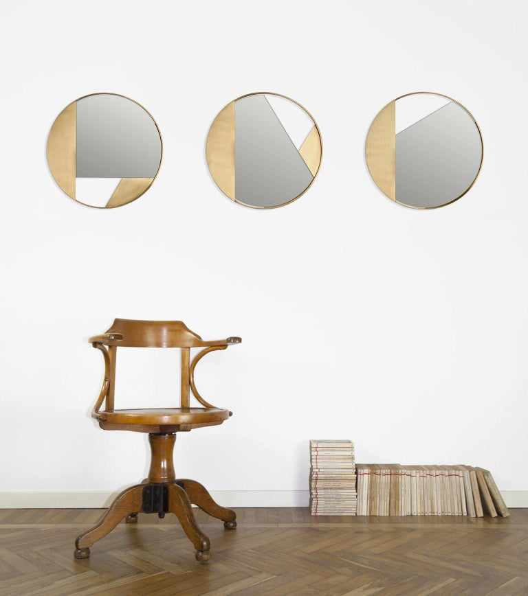 Revolution N03 55, 21st Century Round Wall Mirror in Natural Brass In New Condition For Sale In Milano, IT
