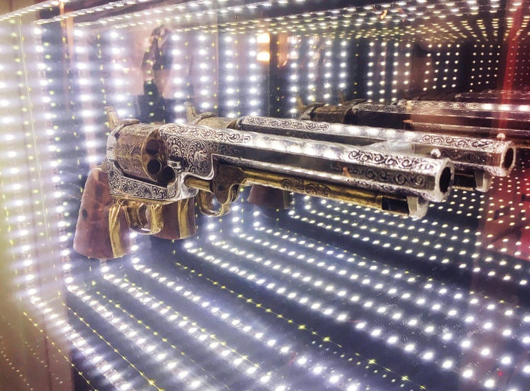 French Revolver Infiny Wall Decoration Mirror with Led Lights For Sale