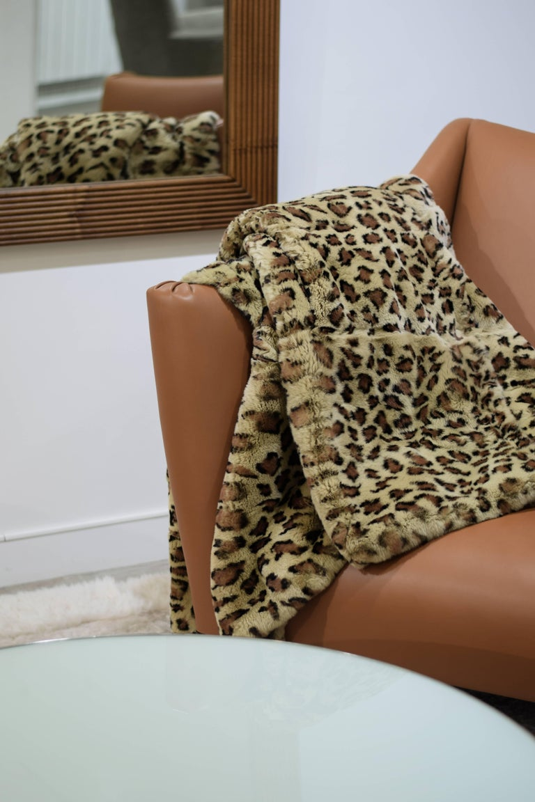 Natural fur throw Rex rabbit printed leopard Measures: 150 x 200 cm Brown wool and cashmere lining.