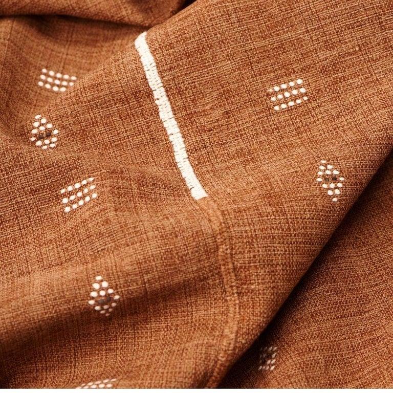 Reyti Earthy Minimal Pattern Handloom Queen Bedspread Coverlet in Organic Cotton For Sale 2
