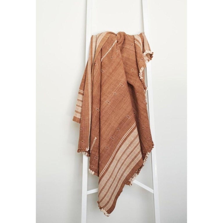 Reyti Earthy Minimal Pattern Handloom Queen Bedspread Coverlet in Organic Cotton For Sale 5
