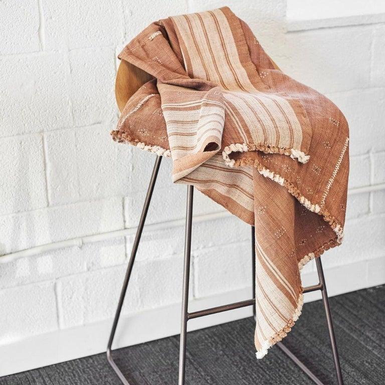 Reyti Earthy Minimal Pattern Handloom Queen Bedspread Coverlet in Organic Cotton For Sale 7