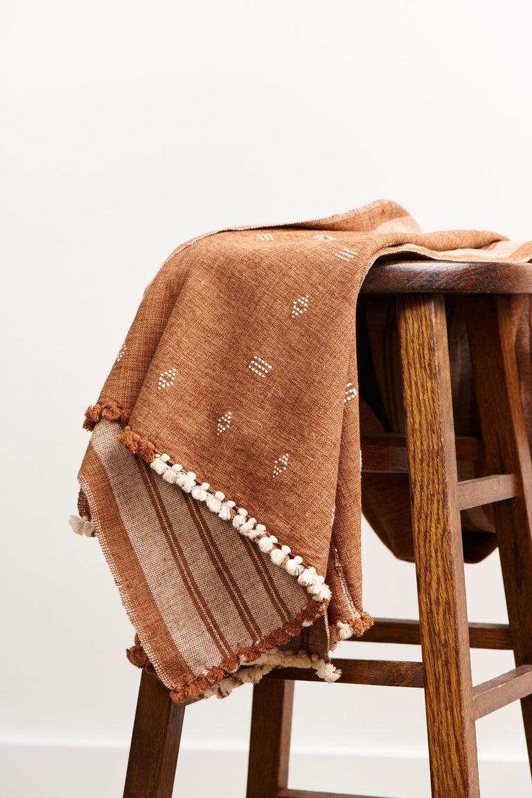 Reyti Earthy Minimal Pattern Handloom Queen Bedspread Coverlet in Organic Cotton In New Condition For Sale In Bloomfield Hills, MI