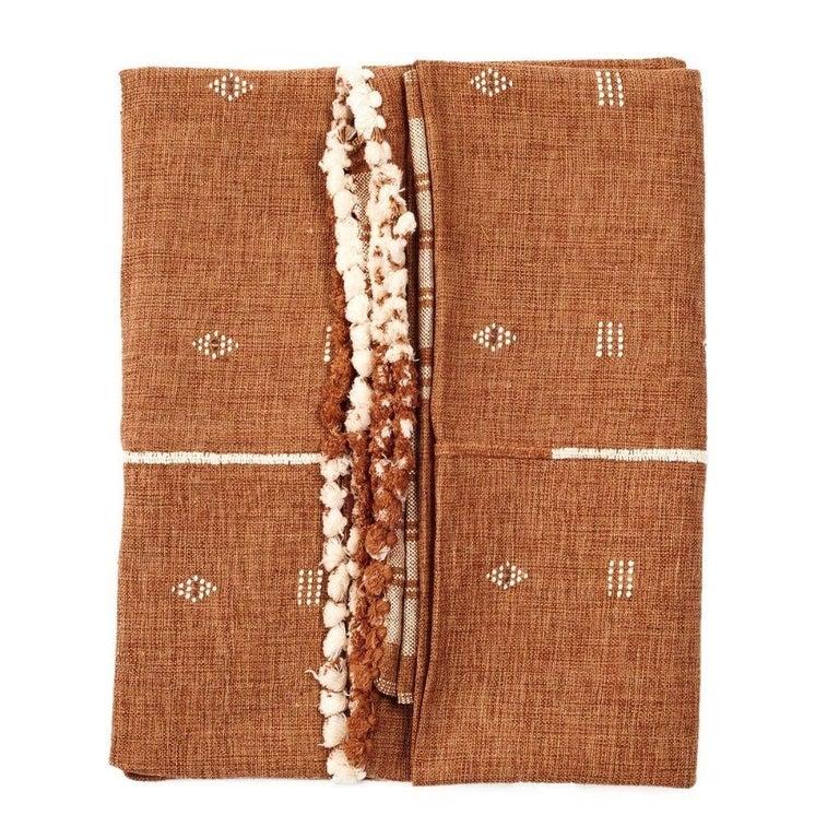 Reyti Earthy Minimal Pattern Handloom Queen Bedspread Coverlet in Organic Cotton For Sale 1