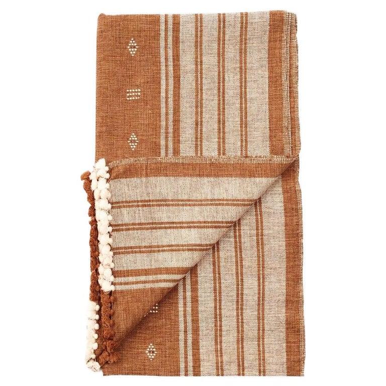 Reyti Earthy Minimal Pattern Handloom Queen Bedspread Coverlet in Organic Cotton For Sale