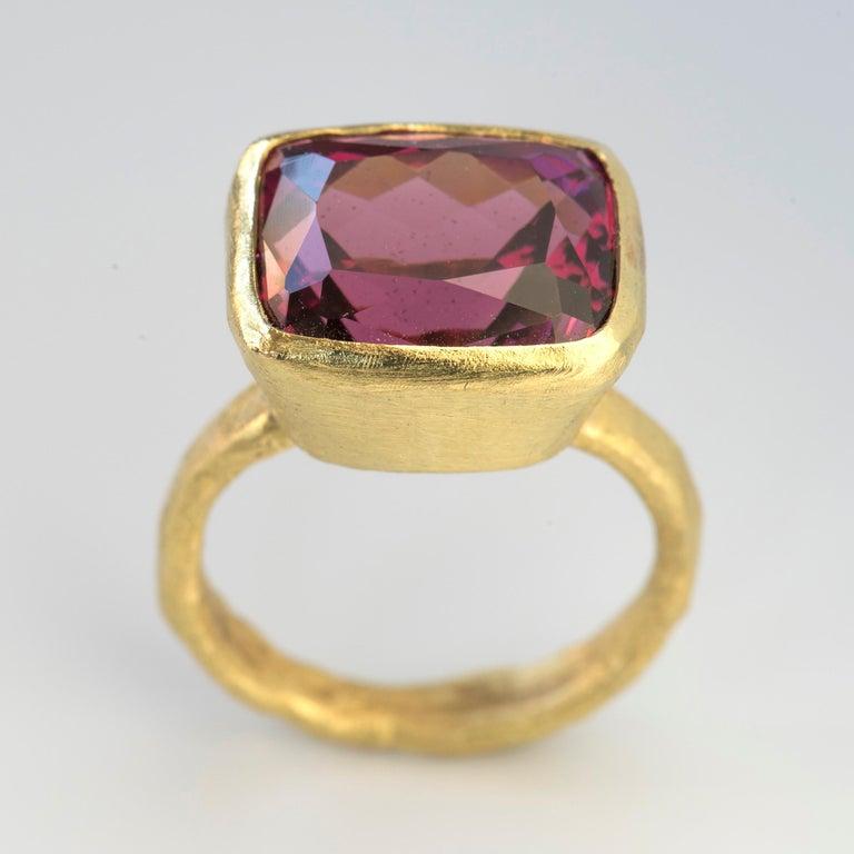 Contemporary Rhodolite Garnet 13.78 Carat 18 Karat Gold Cocktail Ring Handmade For Sale