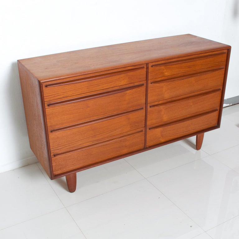 Rich Sculptural Scandinavian Modern Teak 8-Drawer Dresser Svend Aage Madsen 1960 In Good Condition For Sale In National City, CA