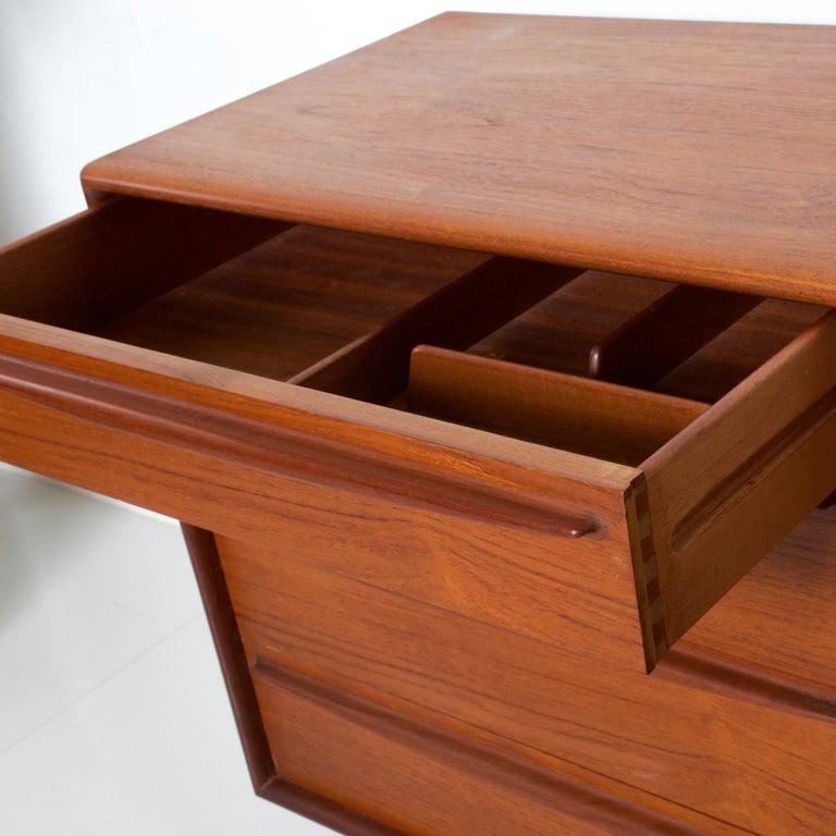 Rich Sculptural Scandinavian Modern Teak 8-Drawer Dresser Svend Aage Madsen 1960 For Sale 1