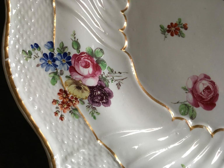 Italy Richard Ginori Mid-18th Century Porcelain Set 8 Dishes Floral Design For Sale 12