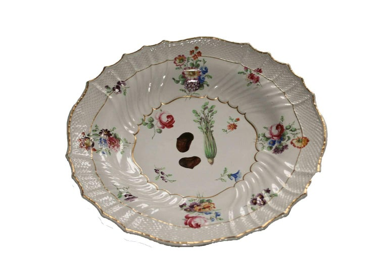 Italy Richard Ginori Mid-18th Century Porcelain Set 8 Dishes Floral Design For Sale 3