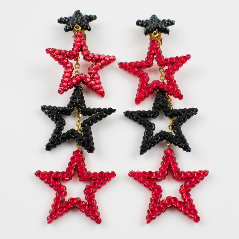 Richard Kerr Red Black Jeweled Star Clip Earrings In Excellent Condition For Sale In Atlanta, GA