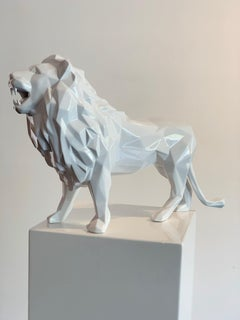 Lion, Shiny White