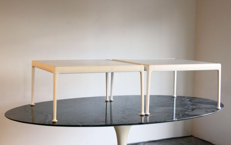 Richard Schultz for Knoll 1966 Series White Coffee Table In Good Condition For Sale In St. Louis, MO