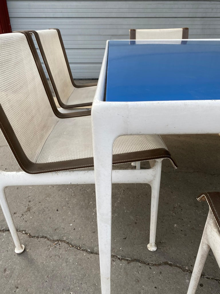 Early Richard Shultz for Knoll outdoor dining set, circa 1966 powder-coated aluminum table base with stunning blue enamel top, retains original set of 6 side dining chairs. Also retains original early Knoll label, some staining, dis-coloration and