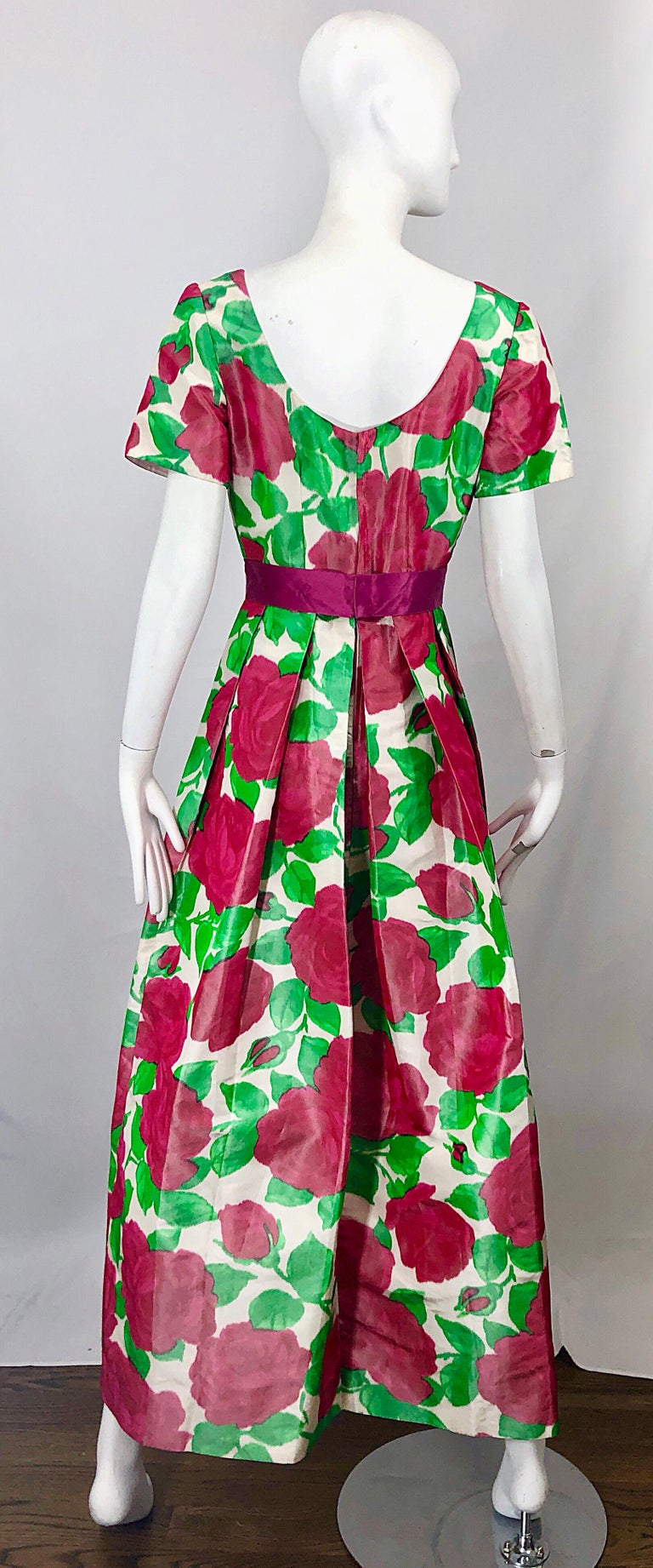 Richilene Vintage Beautiful Silk Taffeta 3D Rose Print Short Sleeve Couture Gown In Excellent Condition For Sale In Chicago, IL