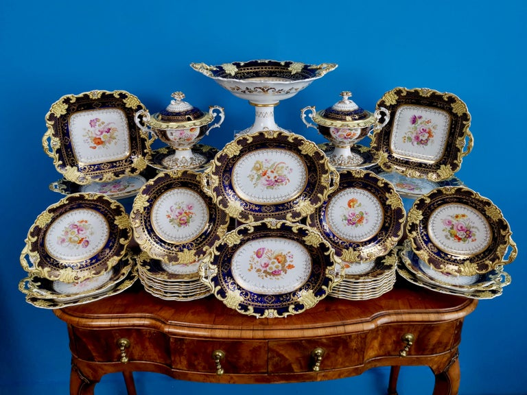 This is a stunning full 35-piece dessert service made by Ridgway circa 1825, which is known as the Regency period. The service consists of eighteen plates, four oval dishes, four square dishes, four one-handled dishes, two lidded sauce comports on