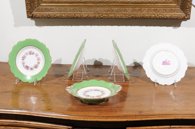 Ridgway Porcelain Dinner Plates and Compote with Green Rim and Floral Décor For Sale 4