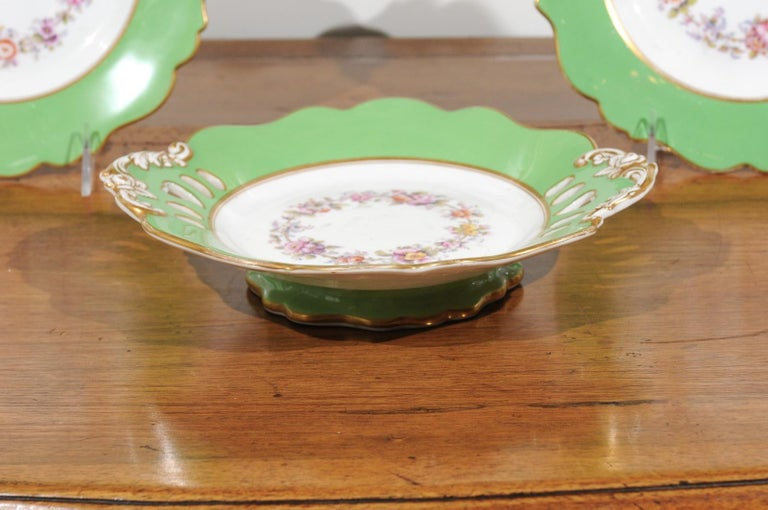 Ridgway Porcelain Dinner Plates and Compote with Green Rim and Floral Décor In Good Condition For Sale In Atlanta, GA