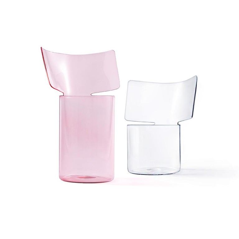 Riflessi is a project by Böjte-Bottari for Paola C. presented in 2017. This vase is designed to accommodate all types of flowers, and it is made in pink blown borosilicate glass. The collection includes two formats (low or high) and three possible