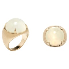 RING 18 Karat Yellow Gold Ring with Cabochon-Cut Moonstone