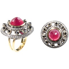 RING 18 Karat Yellow Gold with 9.28 Carat Ruby, Black and White Diamonds