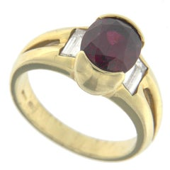 Ring 18 Karat Yellow Gold with Ruby and White Diamonds