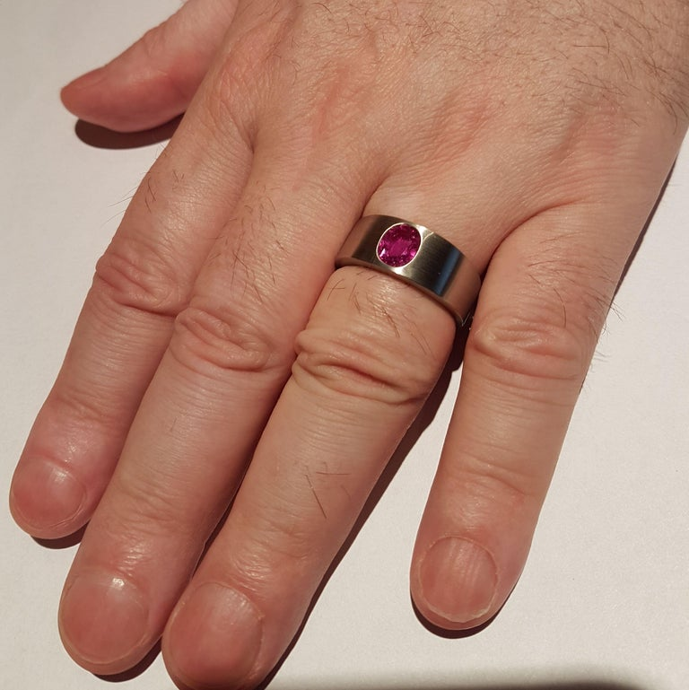 Ring Natural Ruby (no heat) Platinum by Wagner Preziosen In New Condition For Sale In Berlin, DE