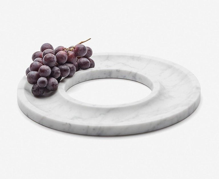 Ring tray, a minimalist style centrepiece, made of marble was inspired by the ancient civilizations of the Mediterranean area, where they develop the foundations of the concept of beauty that we have currently in Western culture. Josep Vila