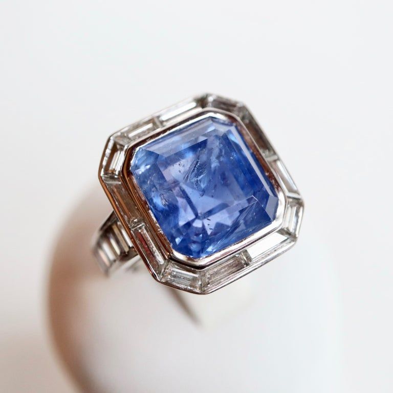 Ring with Diamonds and 17 Carat Sapphire 18 Carat White Gold In Good Condition For Sale In Paris, FR